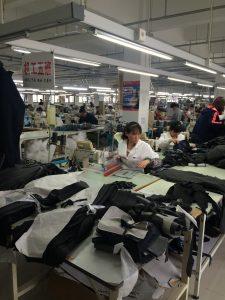 中綿ジャケットを縫製しています