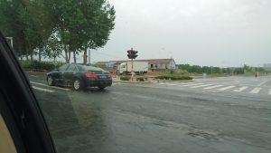 煙台市郊外の工場への道
